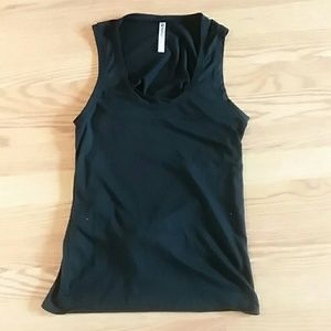 Fabletics black muscle tee small open back
